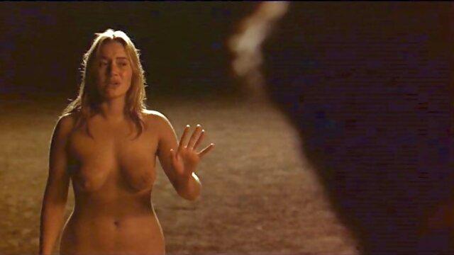 Due femmine accarezzando Kayla con figa video porno mature italiani gratis pelosa per ottenere il suo orgasmo