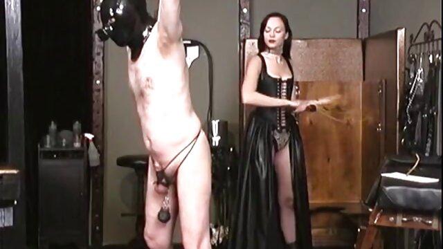 Natasha ama cum video gratuiti porno italiani quando lei è accarezzando la figa